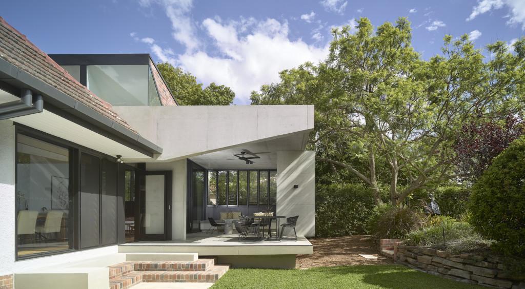 HAZELMERE HOUSE BY SHAUN LOCKYER ARHCITECTS